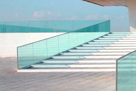 Escaleras de cristal en Málaga